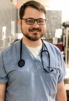 Dr. Jonathan Blakely is a veterinarian in our surgery service.
