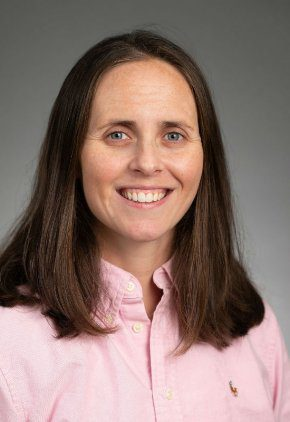 Dr. Rhiannon Doka is a veterinarian in our oncology service.
