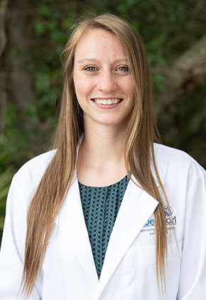 Dr. Alexandria LoPrinzi is a veterinarian in our emergency medicine training program for clinicians.