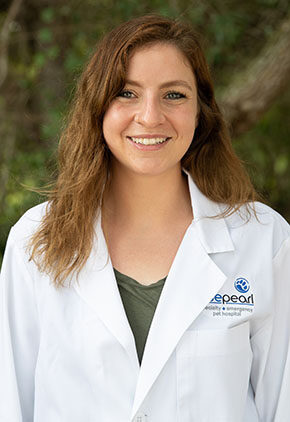 Dr. Victoria Orlando is a veterinarian in our emergency medicine training program for clinicians.