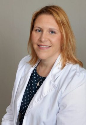 Dr. Jennifer Bornkamp is a veterinarian in our anesthesiology and pain management service.